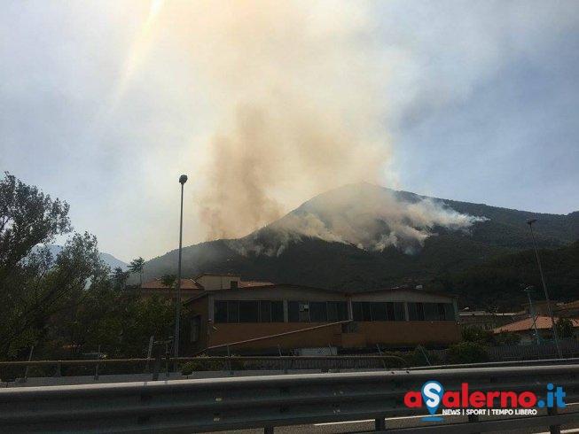 Incendio a Cava de' Tirreni – LE FOTO - aSalerno.it