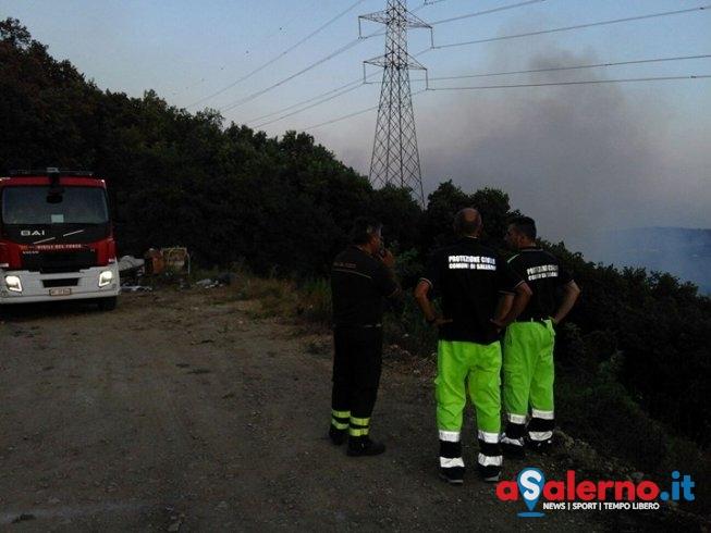 Emergenza incendi, in fiamme Monte Stella - aSalerno.it