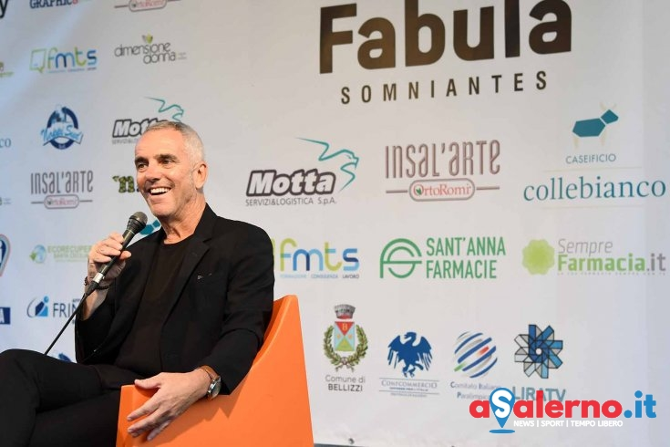 """Federico Buffa al Premio Fabula: """"Il mio primo amore è stato il calcio… e il Milan"""" - aSalerno.it"""