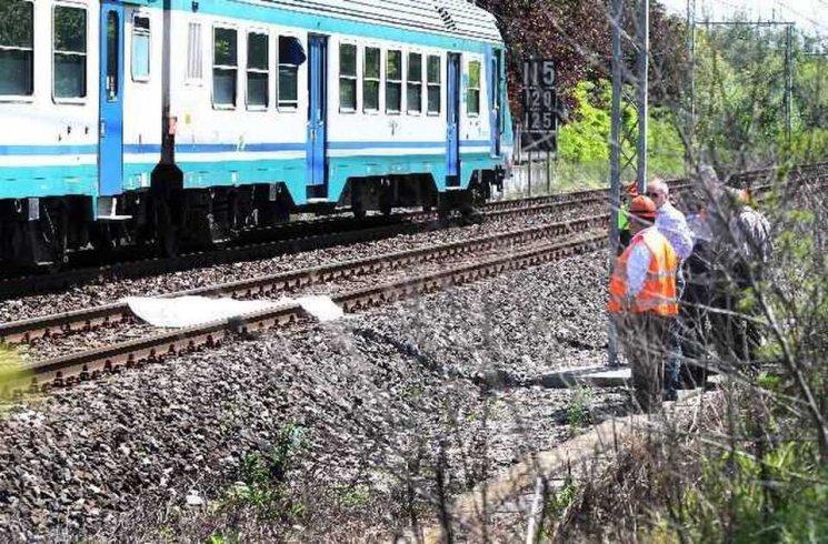 Donna muore travolta dal treno in corsa tra Torrione e Pastena - aSalerno.it