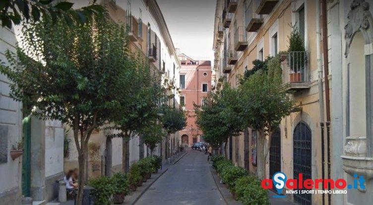 Ruba il cellulare in un'auto parcheggiata nel centro storico, la Polizia lo ritrova a Battipaglia - aSalerno.it