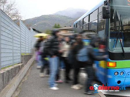 Unità cinofila a bordo dei bus di linea per gli studenti, trovati 0,5 grammi di hashish - aSalerno.it