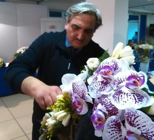 Il fioraio Enzo Carrella festeggia 50 anni di attività - aSalerno.it