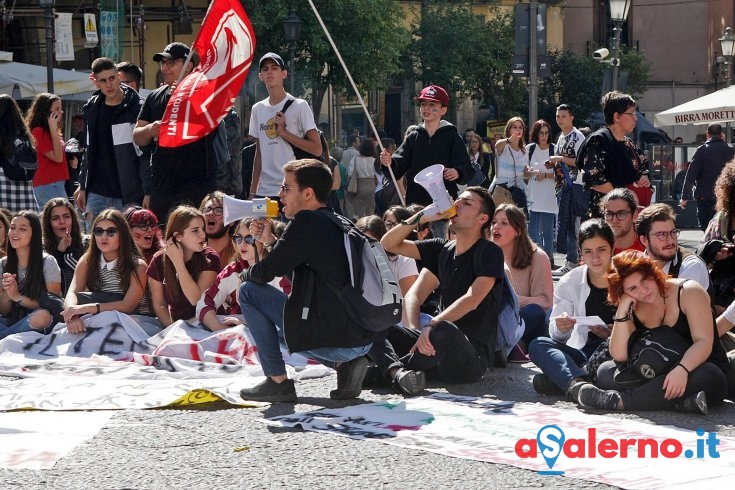 Rientro in presenza ma che sia sicuro, la protesta degli studenti - aSalerno.it
