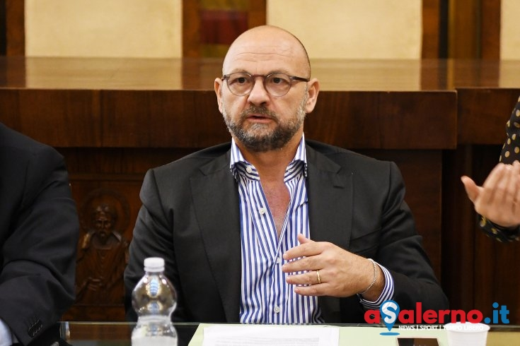 Vendita di vetro e tavoli esterni, la precisazione dell'assessore Loffredo - aSalerno.it