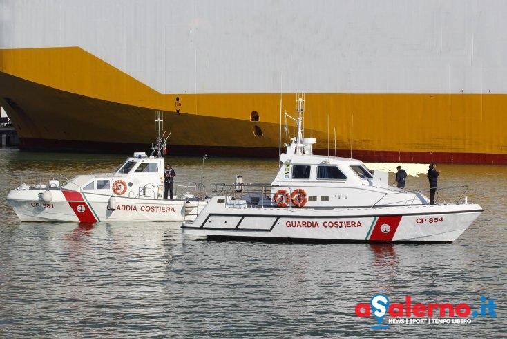 Piccola barca in avaria: cinque persone salvate a largo dalla Guardia Costiera – FOTO - aSalerno.it