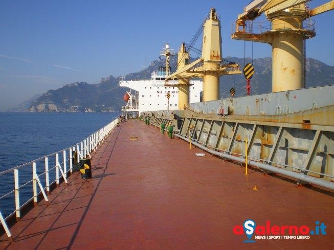 Fermata una nave straniera nel porto di Salerno – FOTO - aSalerno.it
