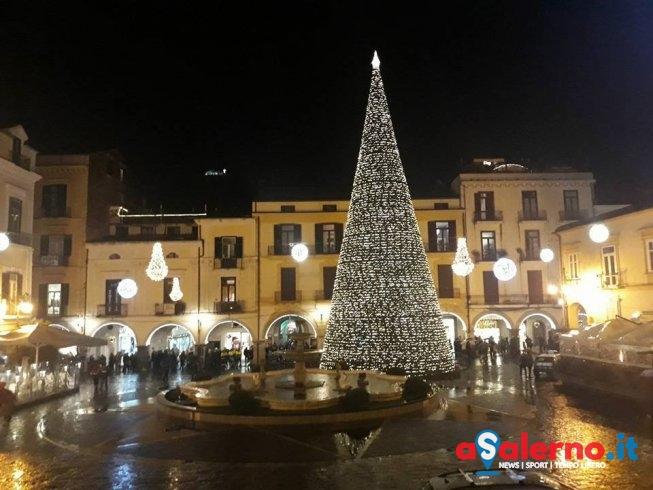 Anche Cava accende l'albero di Natale – FOTO - aSalerno.it