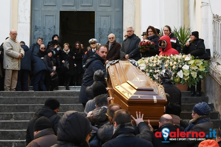 """Rabbia e dolore ai funerali di Benny, il parroco: """"Magistratura vada fino in fondo..""""- FOTO - aSalerno.it"""