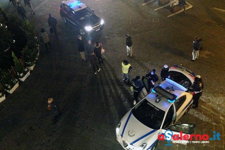 Palloncini a led e merce contraffatta: sequestro sul corso – FOTO - aSalerno.it