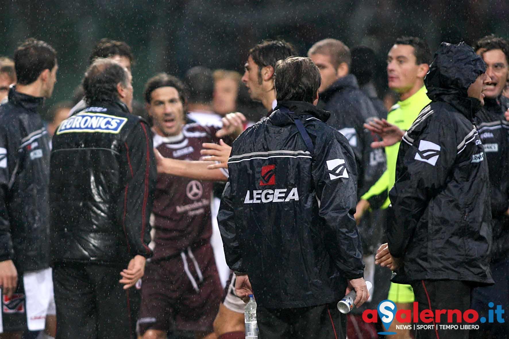 Salernitana - Foggia campionato serie C nella foto cuoghi litiga con la panchina della salernitana (Foto Tanopress)