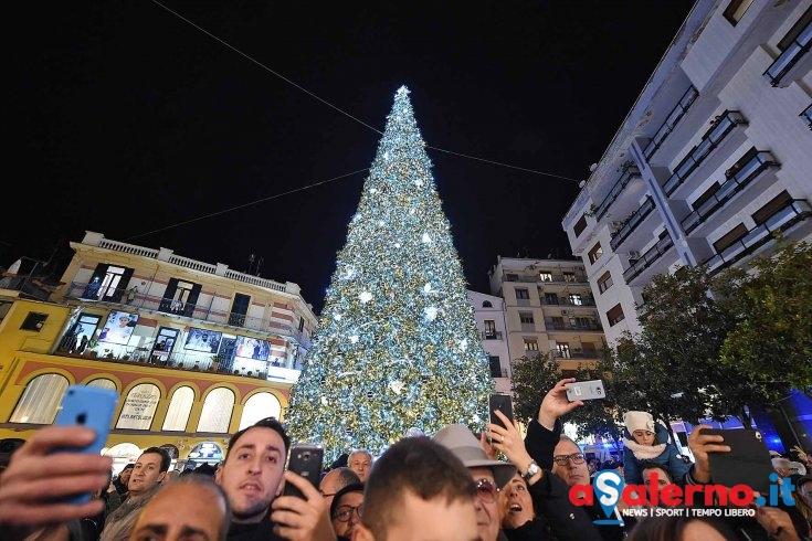 Lunedì si spegne albero e luminarie natalizie, le Luci d'Artista accese fino al 21 gennaio - aSalerno.it