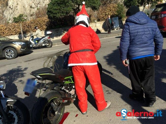 Babbo Natale cade dalla moto a Torrione – LE FOTO - aSalerno.it