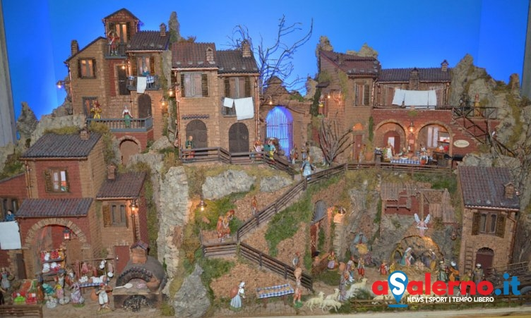 Esposto nella caserma della Finanza di via Duomo un presepe fino all'Epifania - aSalerno.it