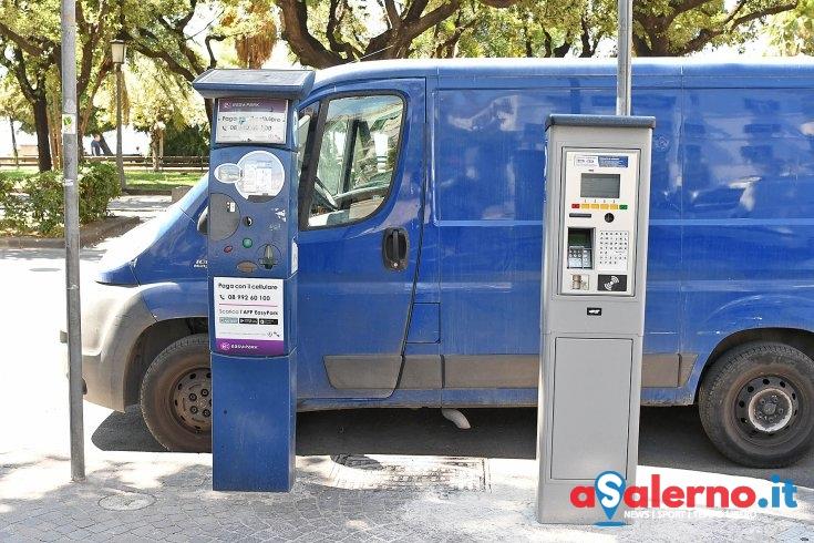 A Salerno il sistema degli spiccioli: come rubano al parcometro - aSalerno.it