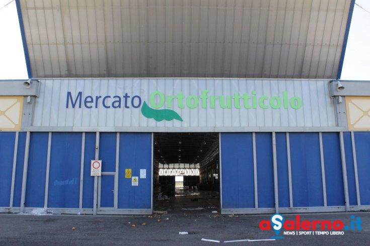 Blitz di notte al Mercato di Salerno: frutta e verdura non tracciabile e pesticidi - aSalerno.it