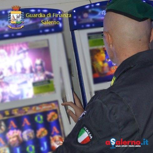 Sequestrate due slot machine non collegate alla rete - aSalerno.it