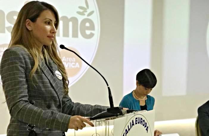 """Veronica Mondany: """"Il mio impegno contro bullismo e violenza sulle donne"""" - aSalerno.it"""