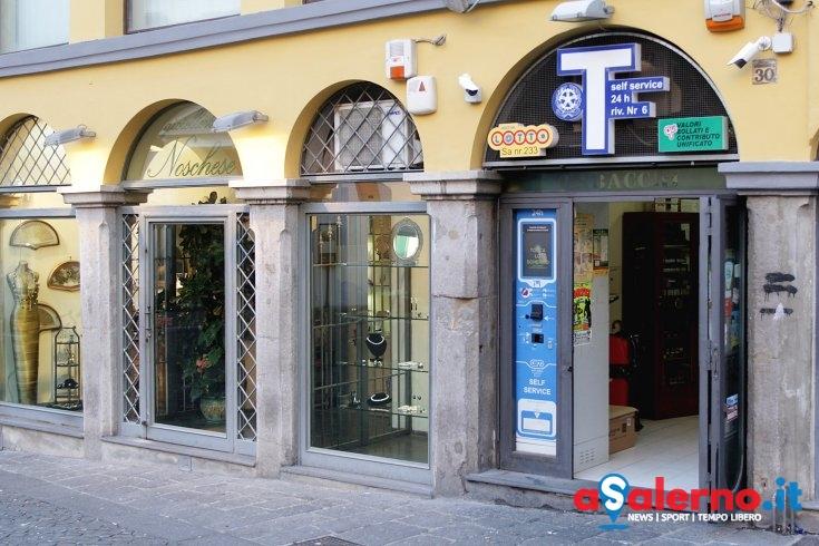 """La fortuna """"bacia"""" in piazza Portanova: vinti 500.000 euro – FOTO - aSalerno.it"""