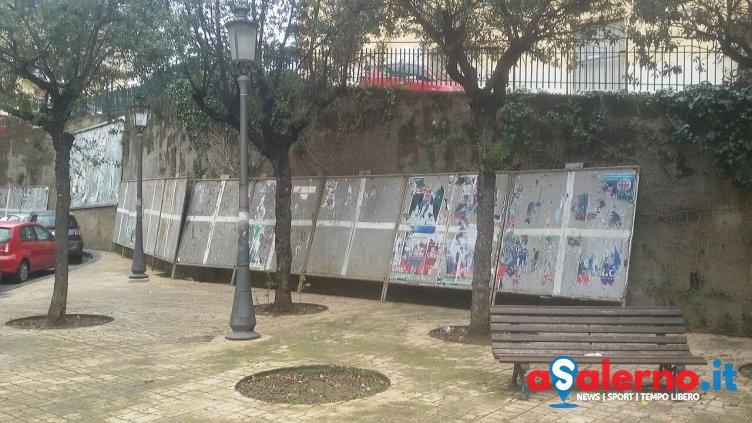 Elezioni, installati i primi pannelli metallici per i manifesti elettorali – FOTO - aSalerno.it