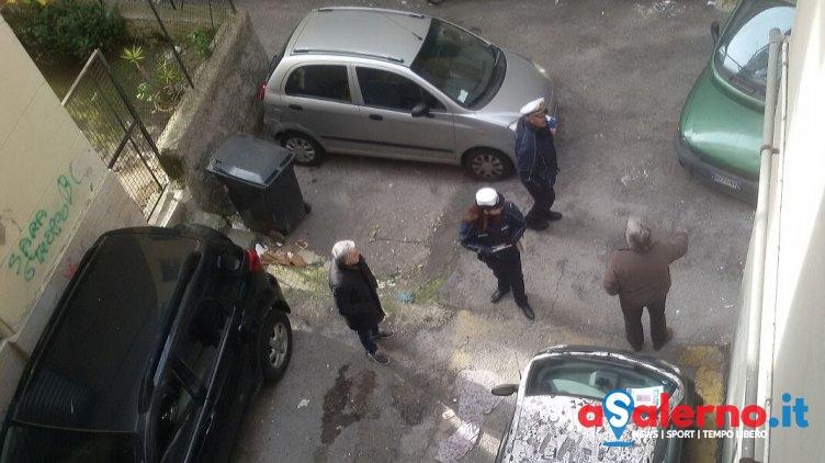 Sosta selvaggia sul Carmine, intervengono i Vigili Urbani – FOTO - aSalerno.it