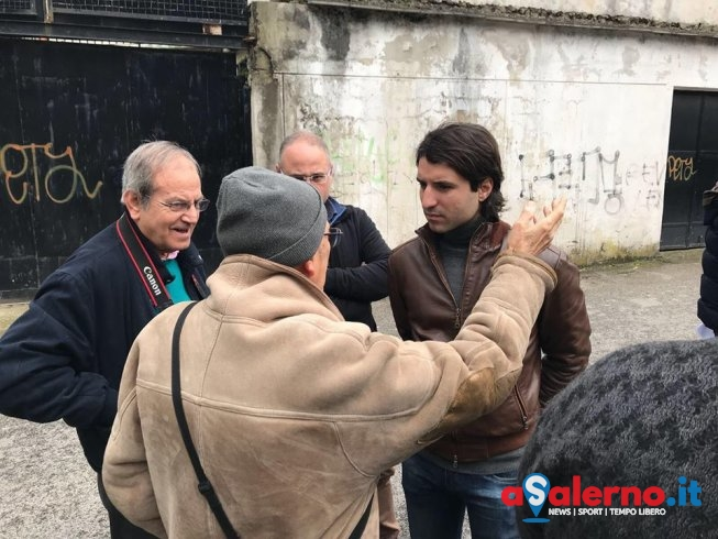 Crolli in via Sichelgaita, sit-in dei residenti - aSalerno.it