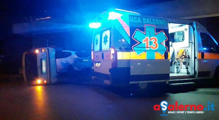Incidente nella notte a Pagani, auto sbanda e si ribalta – FOTO - aSalerno.it