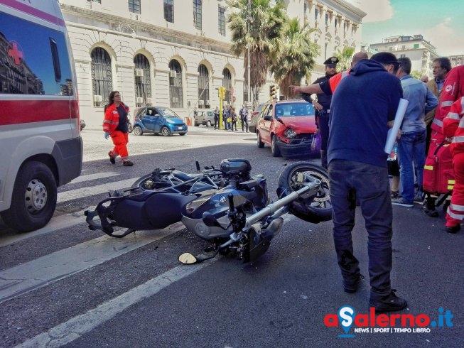 Incidente su corso Garibaldi, impatto tra auto e moto - aSalerno.it