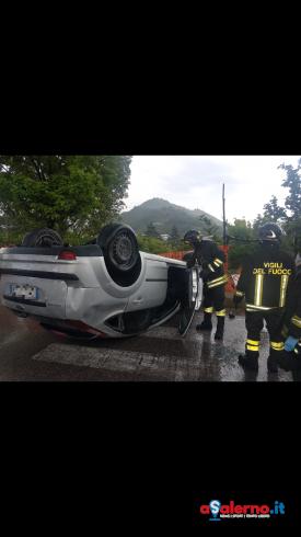 Paura a Nocera Inferiore: auto si ribalta in via Togliatti - aSalerno.it