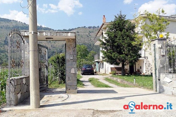 Tragedia a Castel San Giorgio, scavalca il cancello di casa e muore dissanguata - aSalerno.it