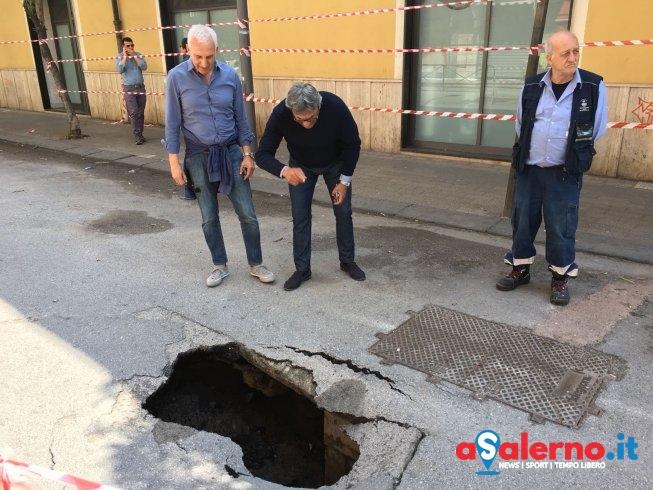 Voragine sul Lungomare Colombo – LE FOTO - aSalerno.it