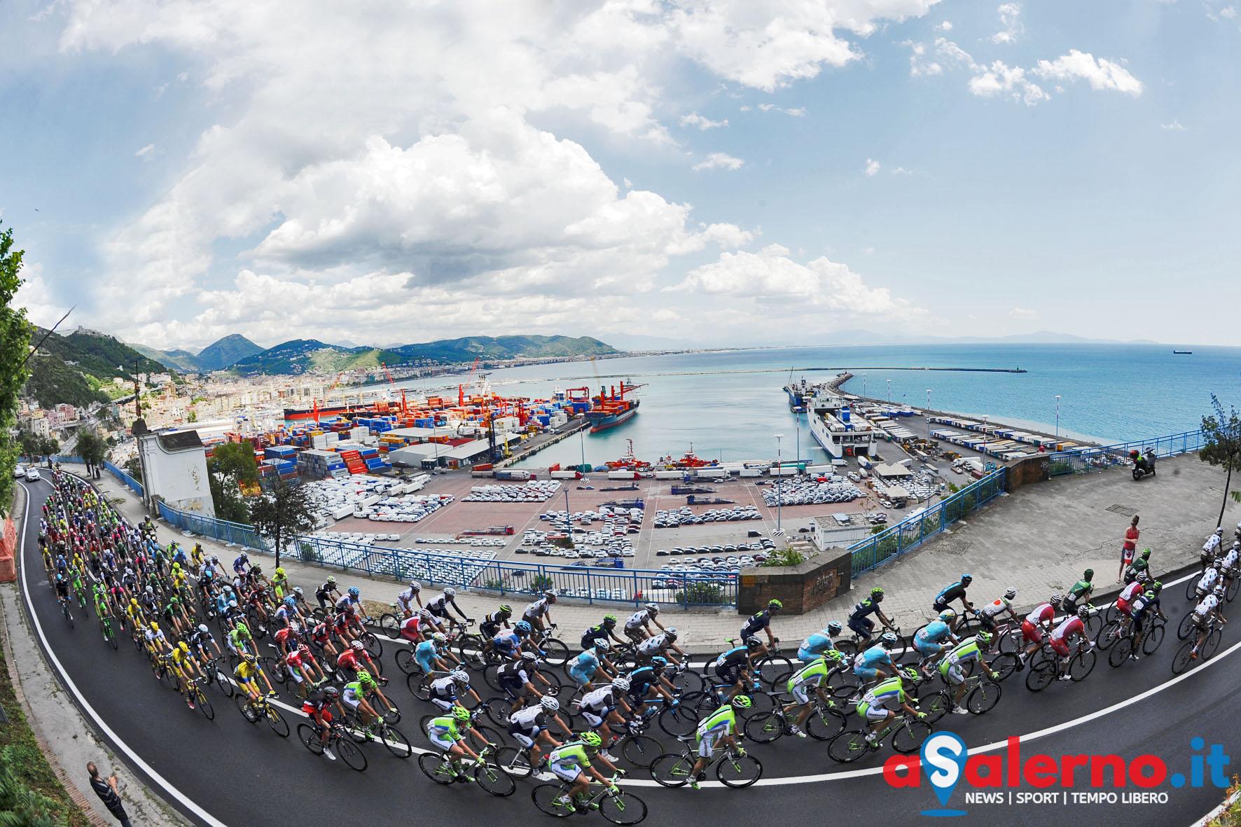 15 05 2014 Salerno Giro d'italia passaggio a salero