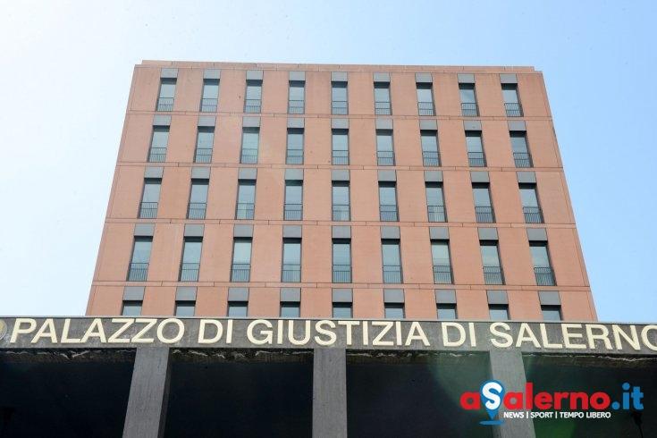 Lontano dai figli e una separazione difficile: minaccia il suicidio alla Cittadella Giudiziaria - aSalerno.it