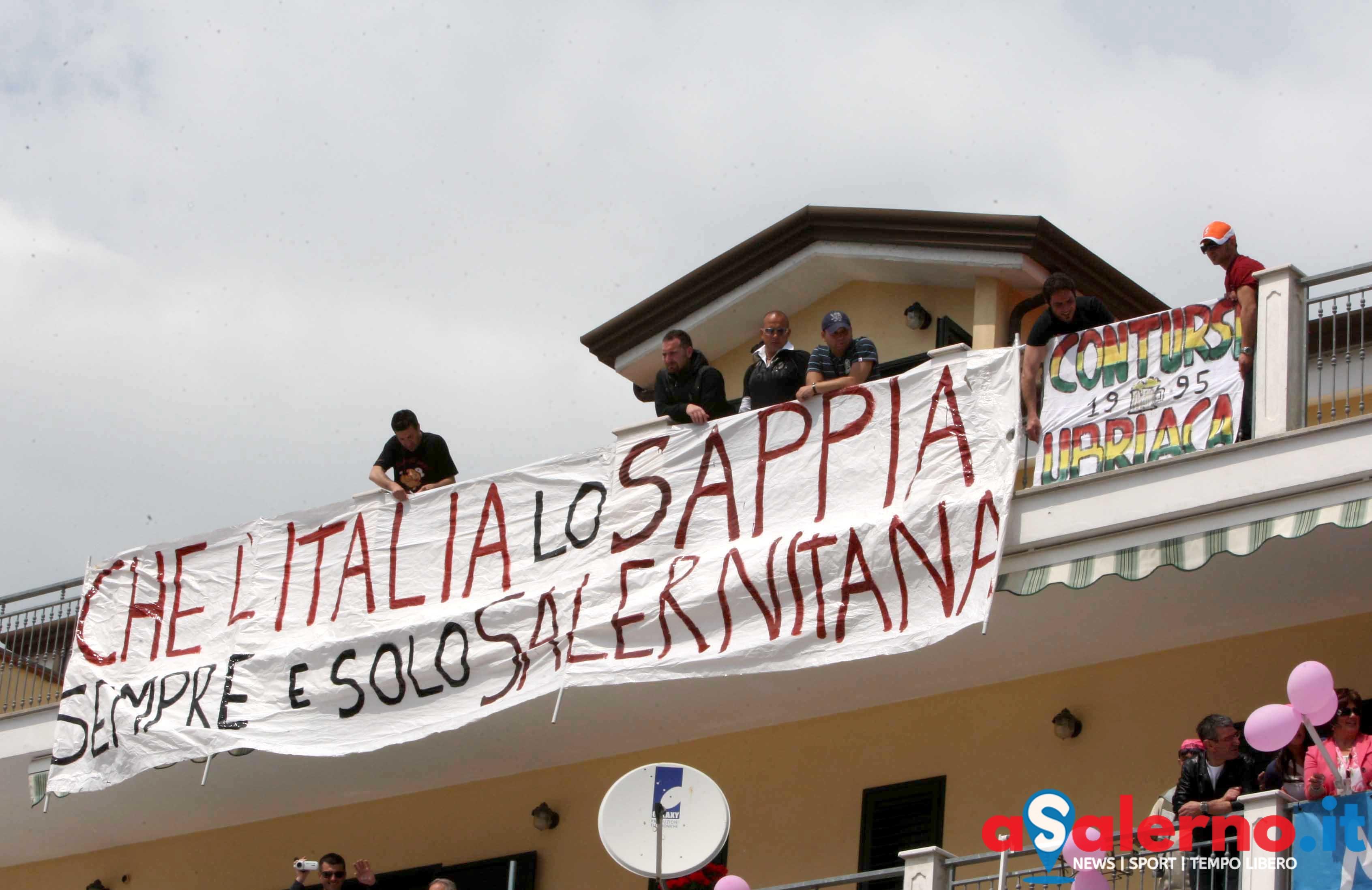 sal : Giro d'Italia a Contursi nella foto tifosi aspettano l'arrivo dei corridori Foto Tanopress