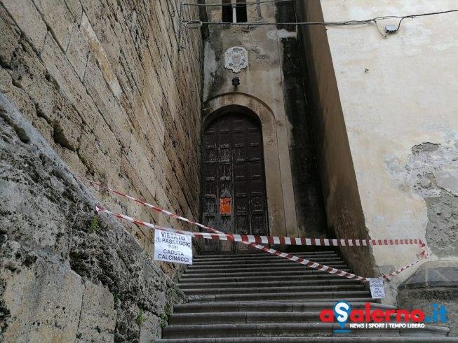 Cadono calcinacci dalla Cattedrale di Salerno, chiusa una delle entrate al quadriportico - aSalerno.it