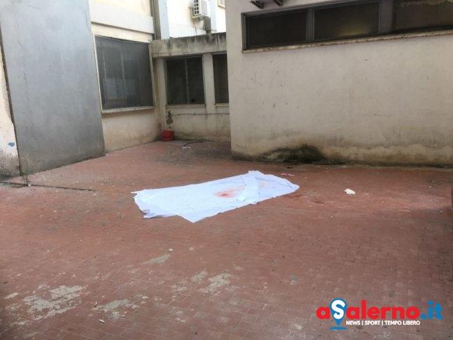 Tragedia al Ruggi, donna si lascia cadere da una finestra dell'ospedale - aSalerno.it