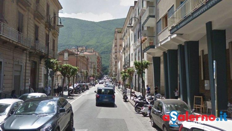 Finisce la scuola, gavettoni in strada: un 53enne finisce in ospedale - aSalerno.it