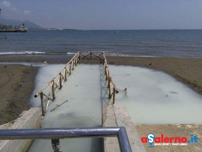 Sospetta sostanza bianca sull'arenile della spiaggia di Santa Teresa - aSalerno.it