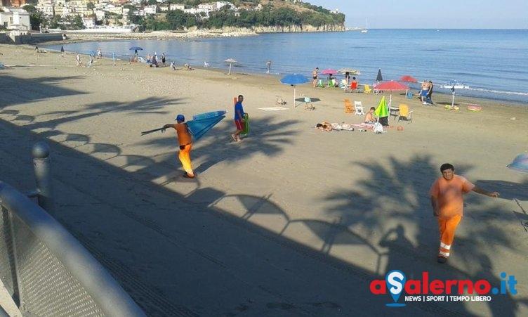 Sequestrati oltre 100 ombrelloni selvaggi sulle spiagge di Agropoli - aSalerno.it
