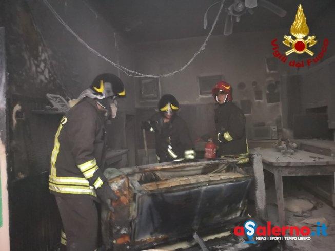 Presa elettrica prende fuoco: fiamme in un appartamento a Marina di Camerota – LE FOTO - aSalerno.it