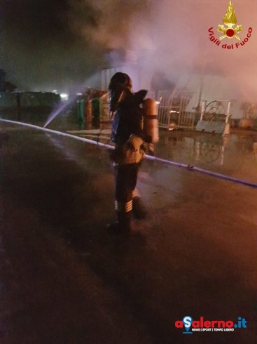 Prende fuoco deposito del bar a Sicignano – LE FOTO - aSalerno.it