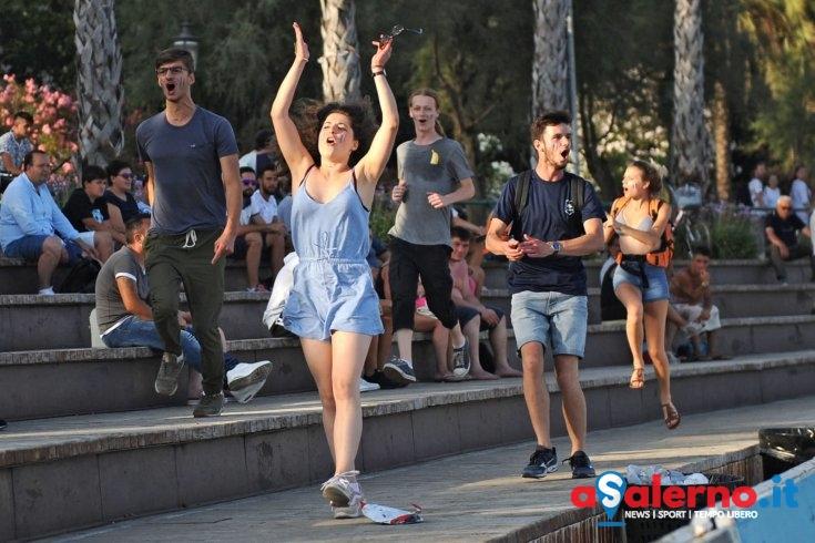 Francia campione del mondo: i francesi festeggiano a Santa Teresa – LE FOTO - aSalerno.it
