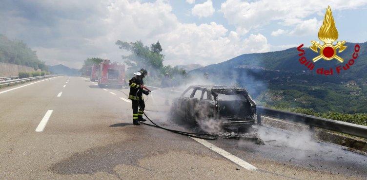 Auto prende fuoco, a bordo anche un bambino – FOTO - aSalerno.it