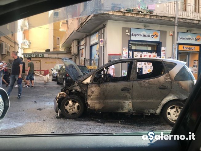 Auto prende fuoco in via Vernieri - aSalerno.it