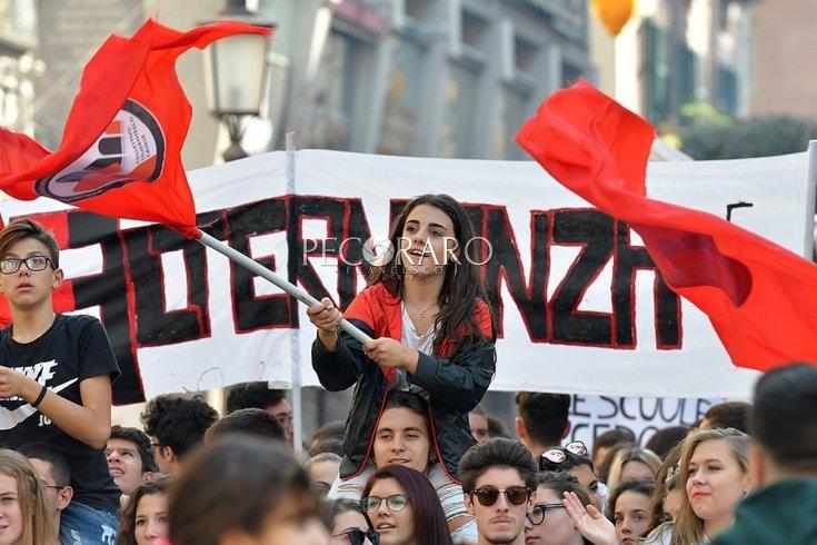 Scuole e città del futuro, gli studenti scendono in piazza - aSalerno.it