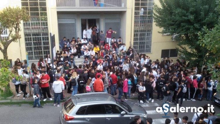 Sospensione dopo il corteo di venerdì, studenti del Virtuoso in protesta - aSalerno.it
