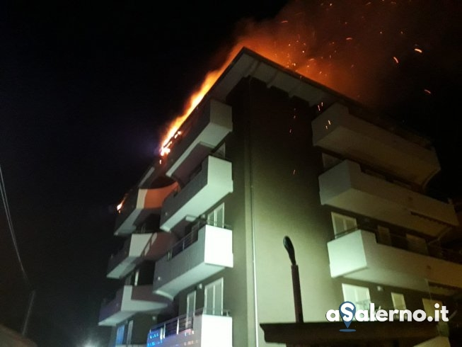 Incendio a Pagani, prende fuoco il tetto di una abitazione - aSalerno.it