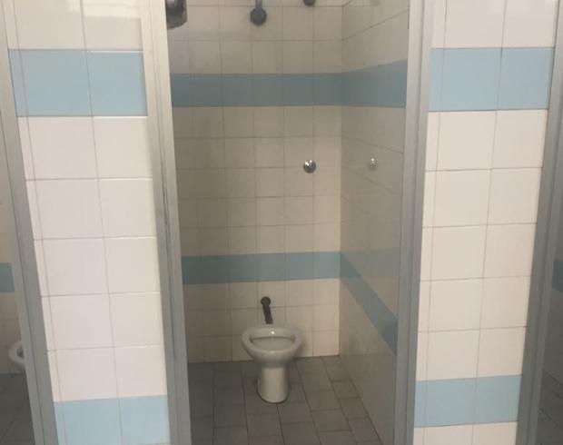 """Istituto Vicinanza, i bagni delle donne senza """"privacy"""" - aSalerno.it"""