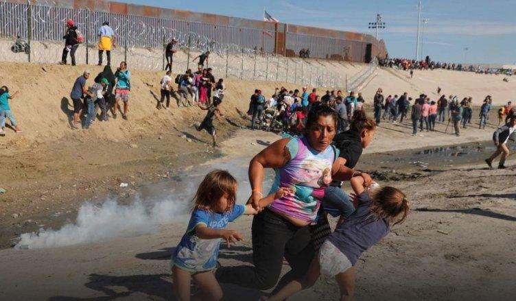 Alta tensione Usa-Messico: assalto al confine di Tijuana - aSalerno.it