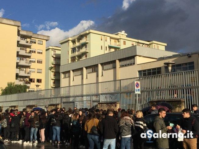 Presidio degli studenti davanti all'Alfano I - aSalerno.it